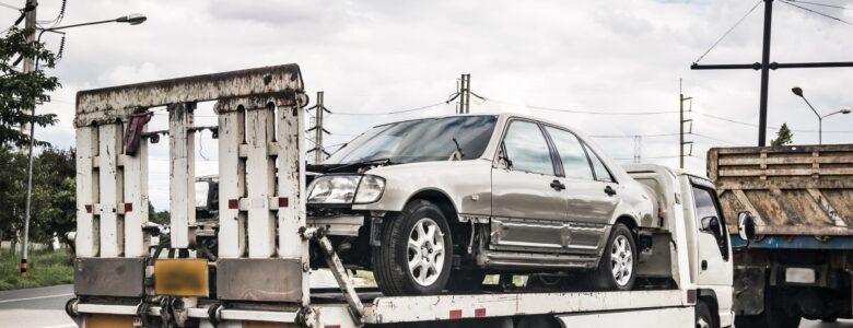 auto załadowane na lawetę